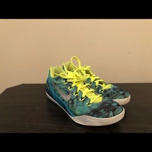 Lowtop basketball shoes